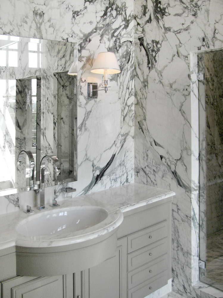 Bagno master suite sala da bagno in marmo breccia capraia - Rivestimento bagno bianco ...