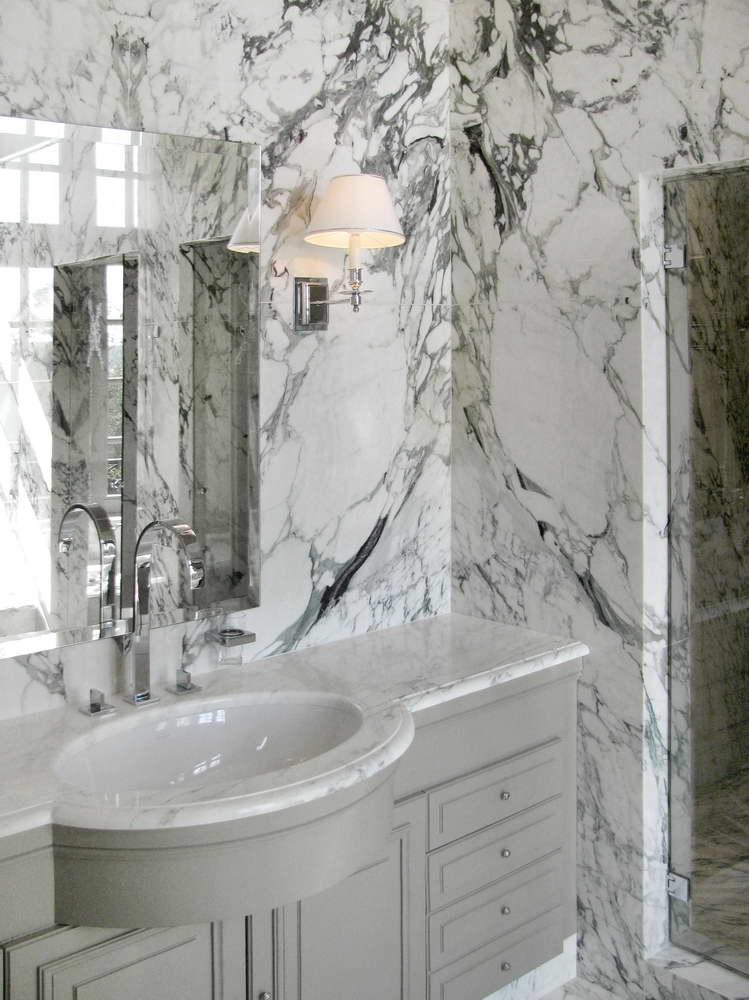 Bagno master suite sala da bagno in marmo breccia capraia - Bagno marmo bianco ...