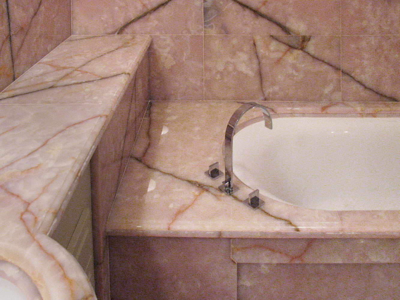 Vasca Da Bagno Rosa : Bagno coco chanel sala da bagno realizzata in onice rosa rivestimenti