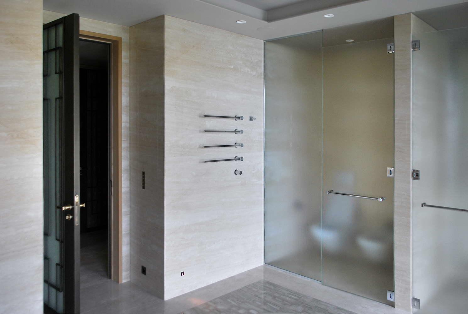 rivestimento pareti bagno in marmo