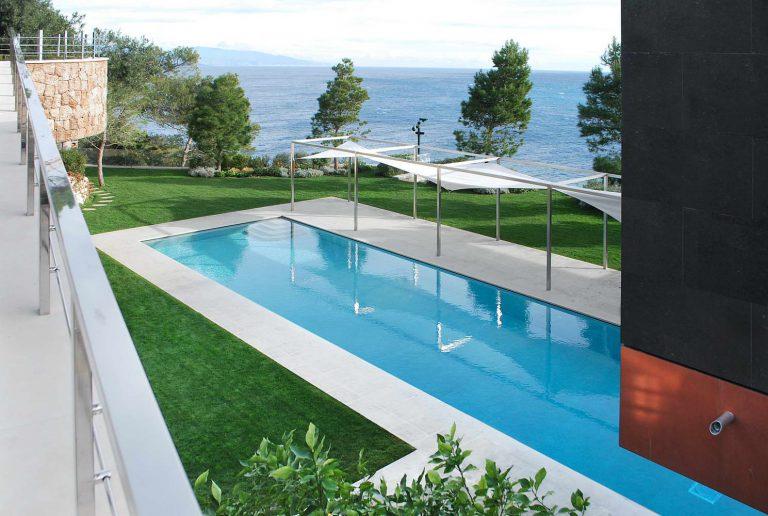 bordo piscina in marmo