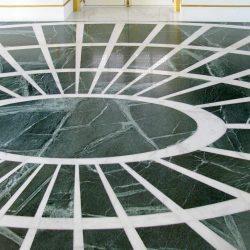 pavimento in marmo verde, marmo intarsiato
