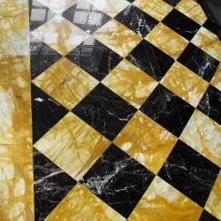 pavimenti in marmo nero e marmo giallo