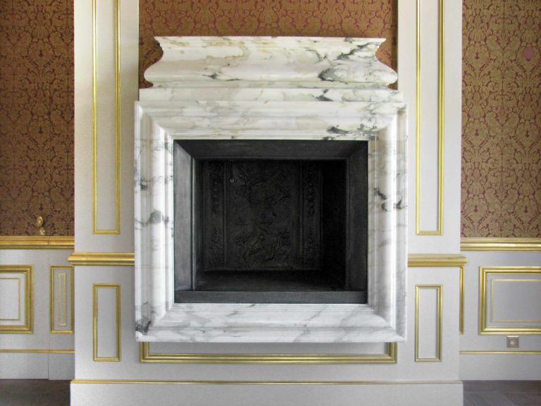 Banquet hall flooring in Alpi Green and Calacatta Michelangelo