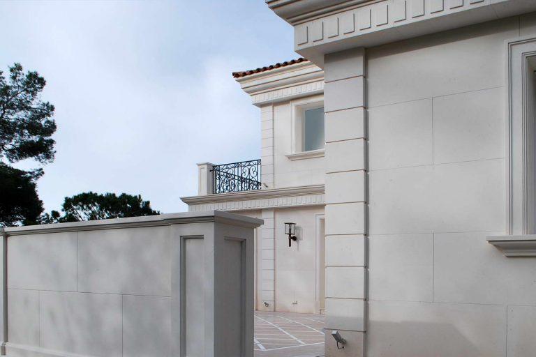 facciate in marmo, cornici finestre in marmo