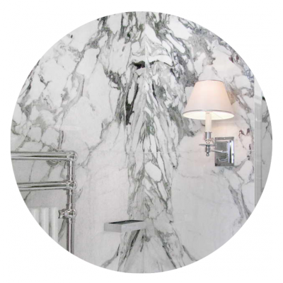 Rivestimento pareti in marmo bianco a macchia aperta