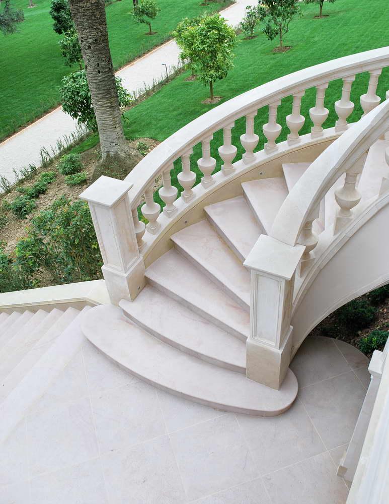 Scale in marmo granito e pietra naturale scale interne in marmo scale esterne in marmo - Scale in granito per interni ...